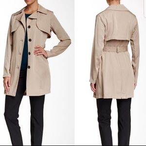 Vince Camuto Tan Trenchcoat Button Size M